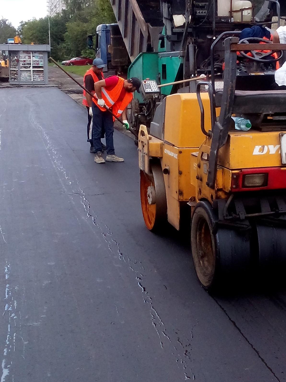 Асфальтирование тротуаров, укладка асфальта, асфальтирование, дорожные работы, строительство дорог