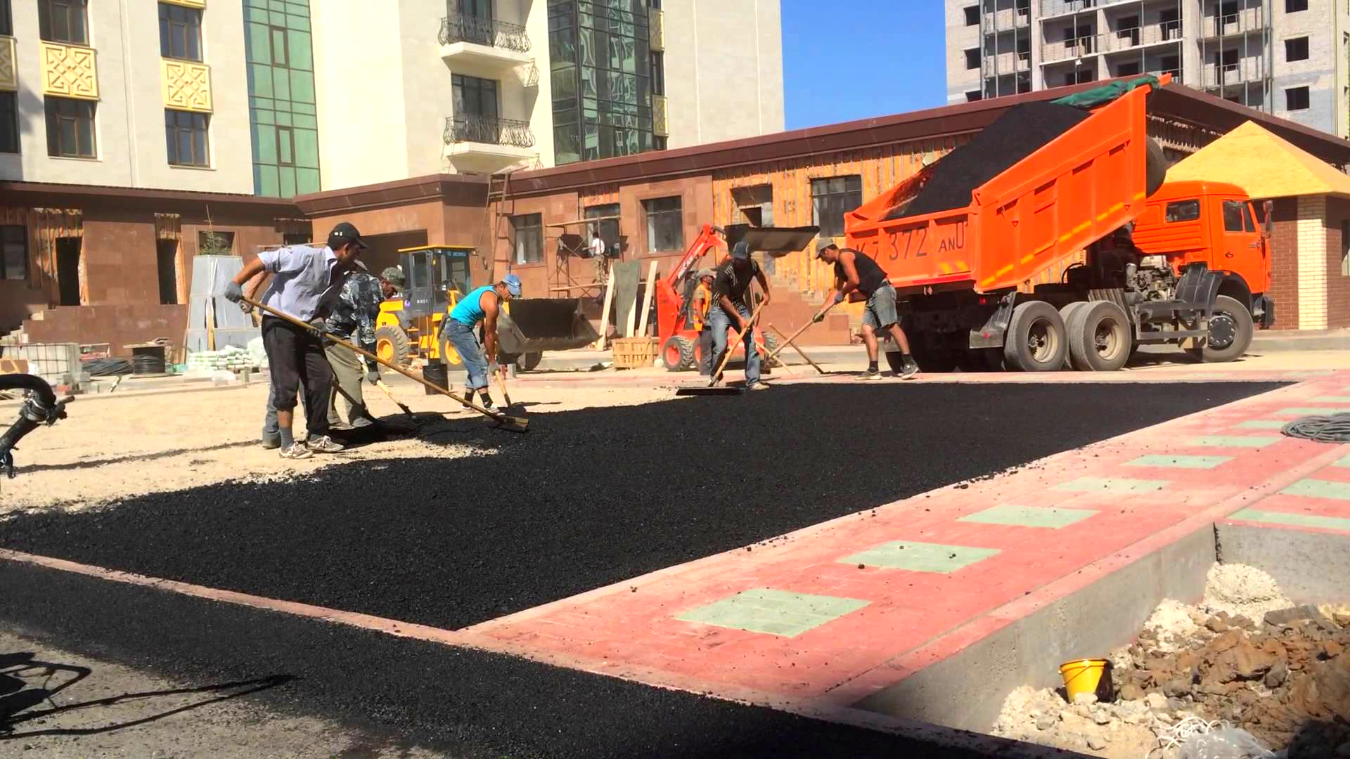 асфальтирование площадок, дорожные работы, строительство дорог